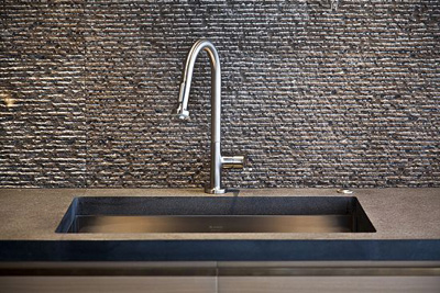 Black Luxe Countertop Luxe Black Neolith Spain Hammered Grey Mosaic Tile Full Height Backsplash 400×267  » ...